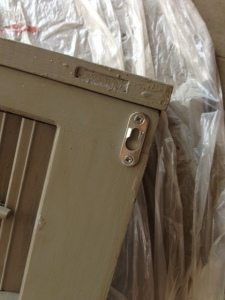 Keyhole mounting brackets.