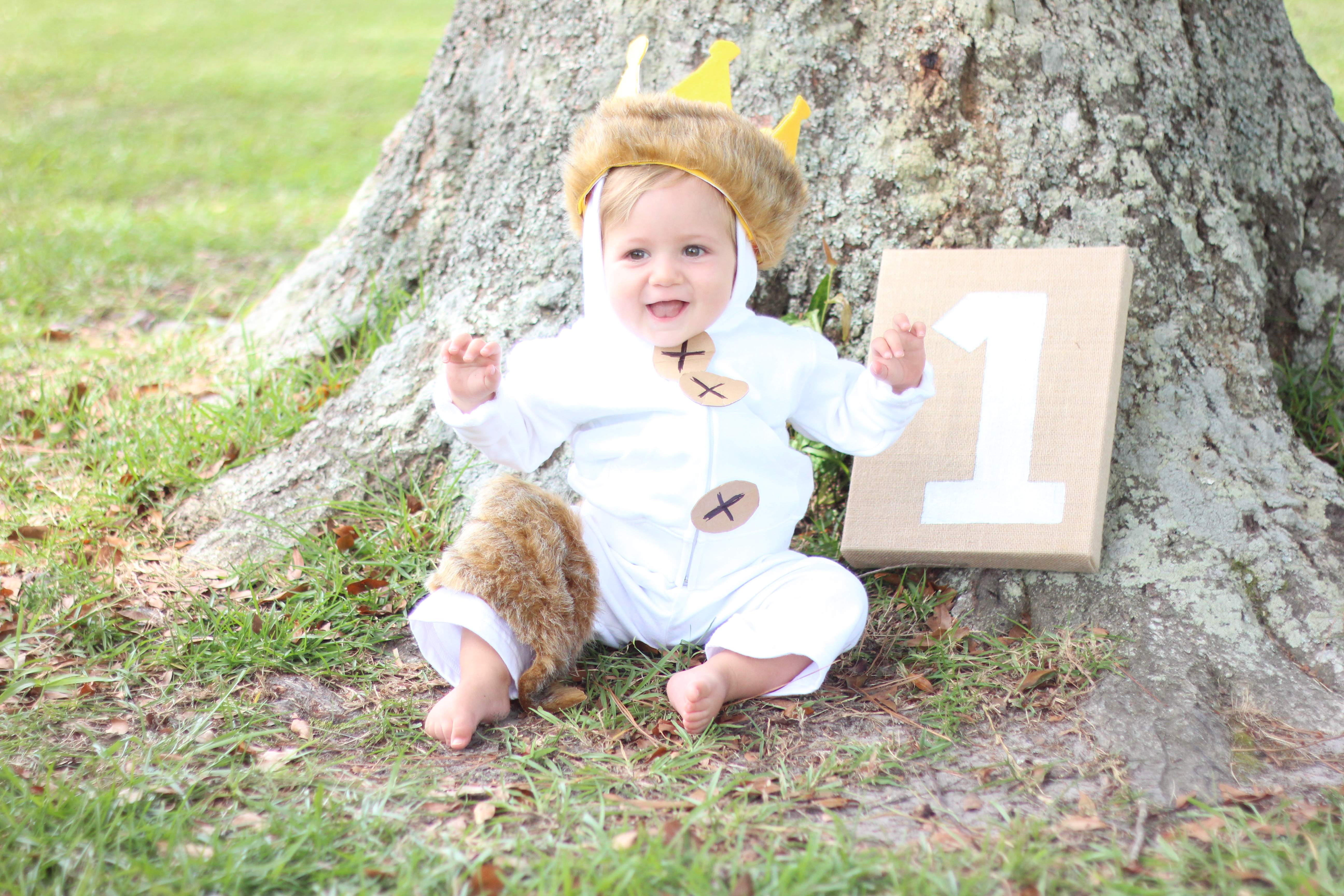 diy baby costume where the wild things are wolf suit simplyschulze. Black Bedroom Furniture Sets. Home Design Ideas